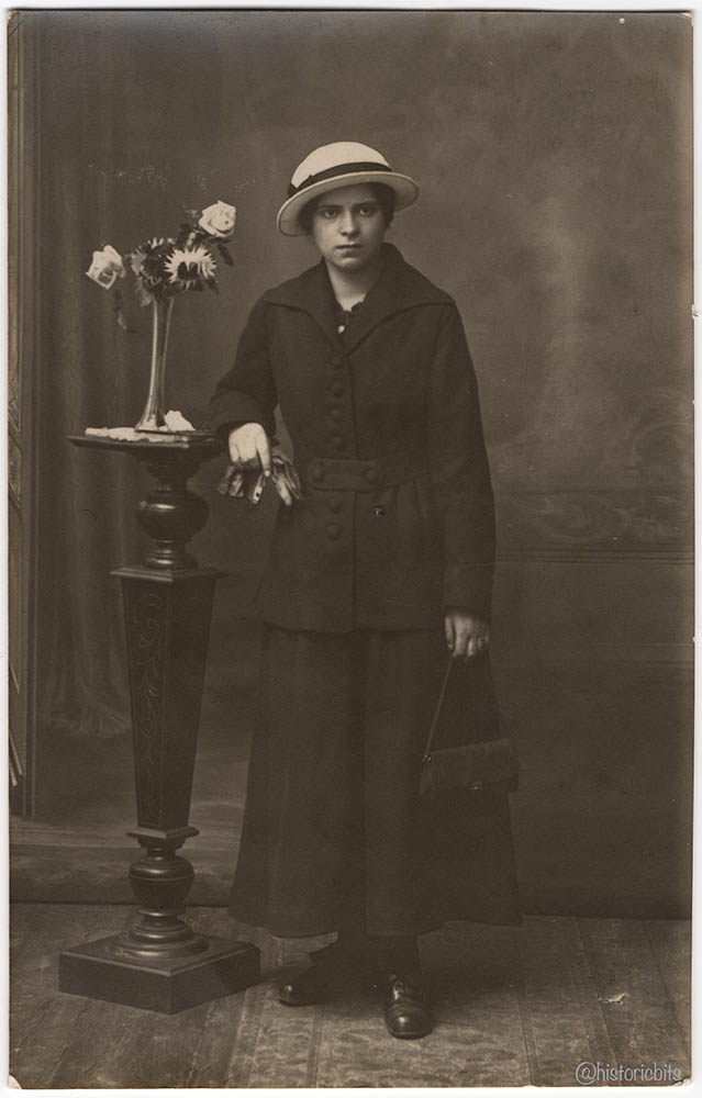 flowergirl,germany,c.1920