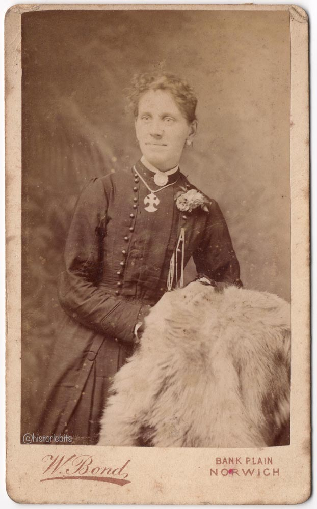 Lady with Fur,Photostudio Bond,Norwich,Britain,c.1890