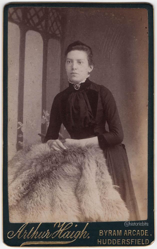 Lady with Fur,Photostudio Arthur Haigh,Huddersfield,Britain,c.1890