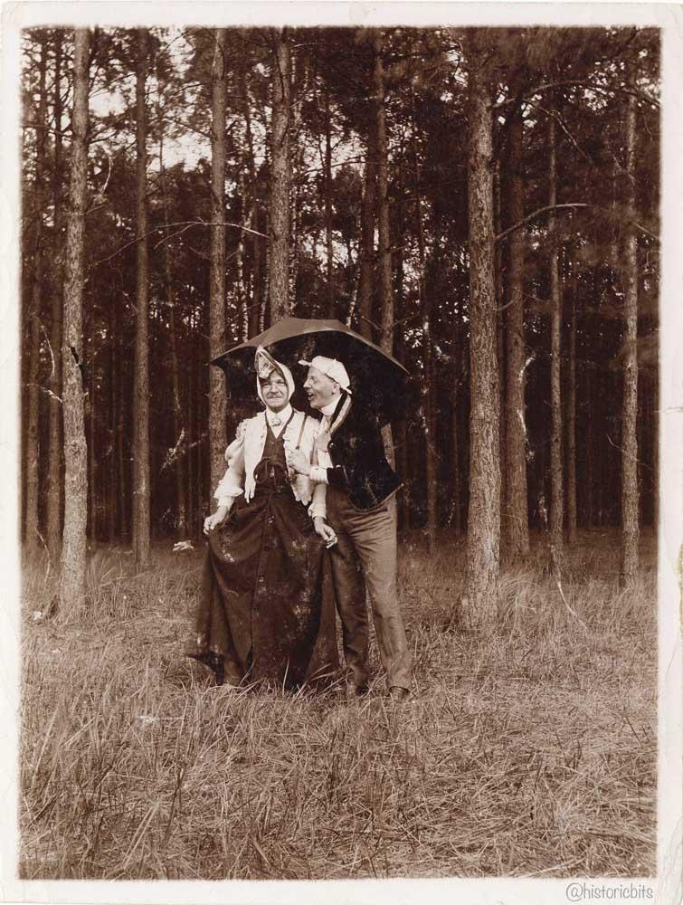 maenner im wald,ca.1920